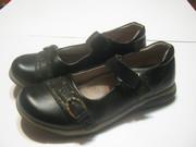 Кожаные туфли для девочки черного цвета