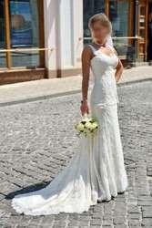Продам свое свадебное платье Pronovias . Шикарное, изысканное, элегантное и очень роскошное платье, смотрится очень дорого. Кружевное, расшитое бисером